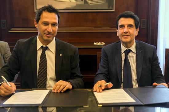 Carlos Gold, presidente de CECHA y Carlos Melconian titular del BNA, suscriben el acuerdo