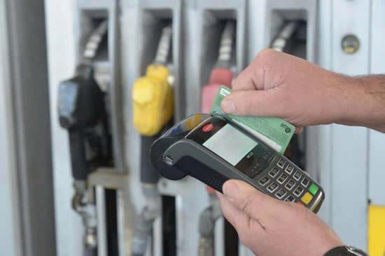 Para las estaciones de servicio la venta con tarjeta se lleva un 20 por ciento de la rentabilidad
