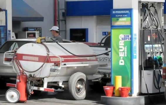 Quedan pocos clientes que aun se proveen de grandes volúmenes de gasoil en las estaciones de servicio