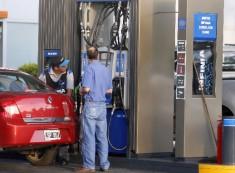 """La venta de combustibles en nuestro país no está tipificada como """"servicio esencial"""""""