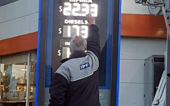 Los valores de la nafta súper y el gasoil treparon 10 por ciento, en tanto que la Premium lo hizo un 12